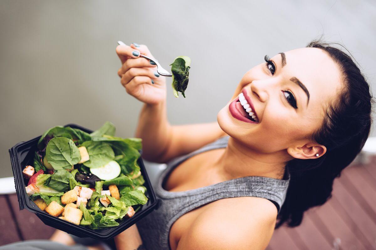 1529432112376-woman-salad2
